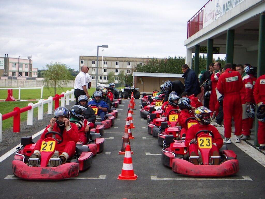 Karting de magny cours grand bois resort for Karting exterieur